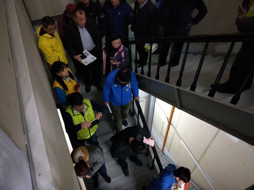 基隆市議會臨時會今天到東岸商場了安全問題及設施環境。記者游明煌/攝影