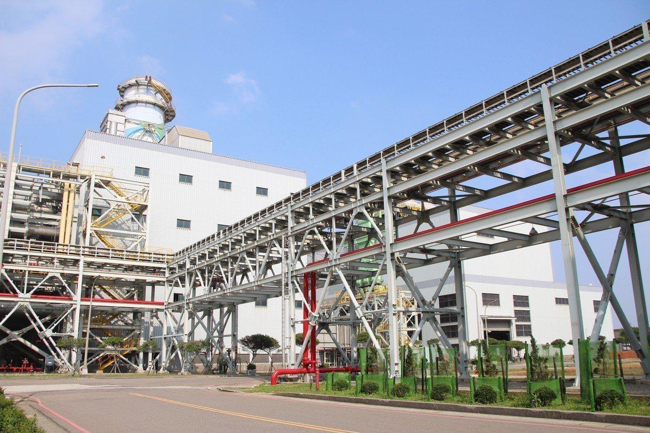 為改善桃園大潭電廠氮氧化物排放量,於機組內設置低氮氧化物燃燒器(LNB)、選擇性...