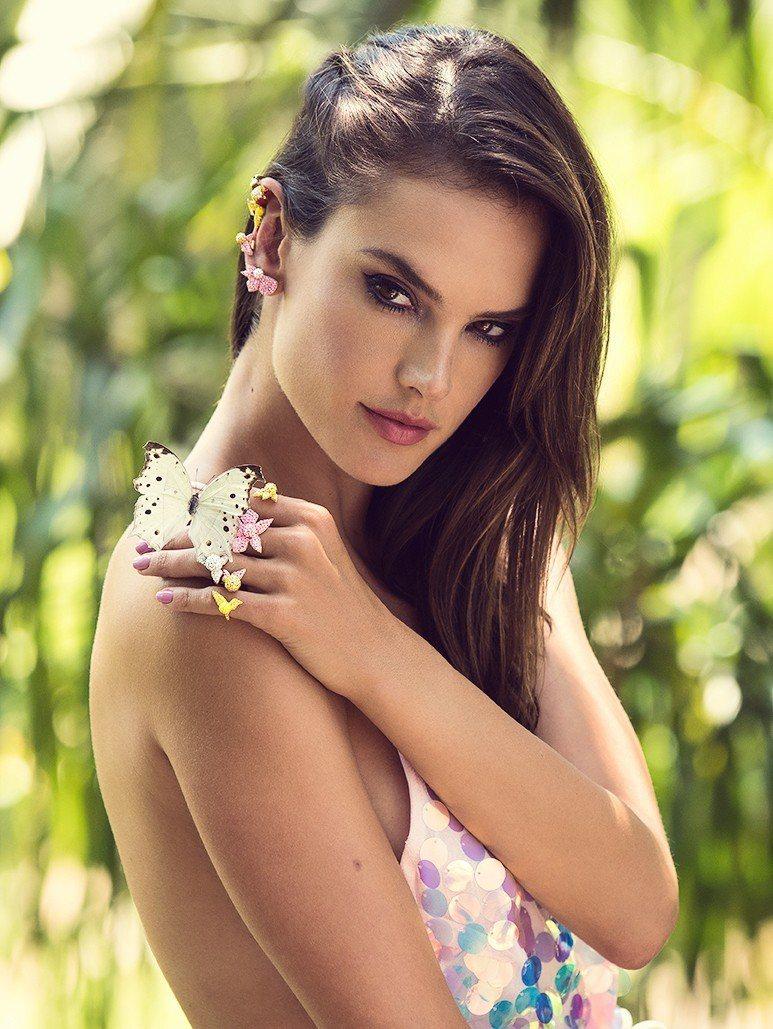 前維秘天使巴西超模Alessandra Ambrosio演繹Light Orch...