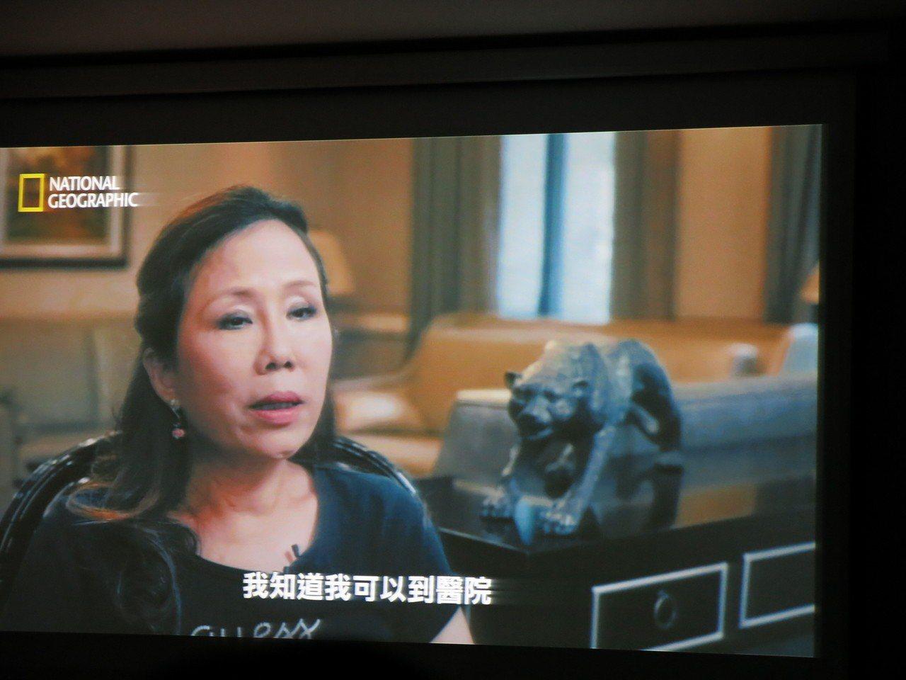 民眾陳霈英在紀錄片中訴說自己被救的感謝。記者黑中亮/翻攝