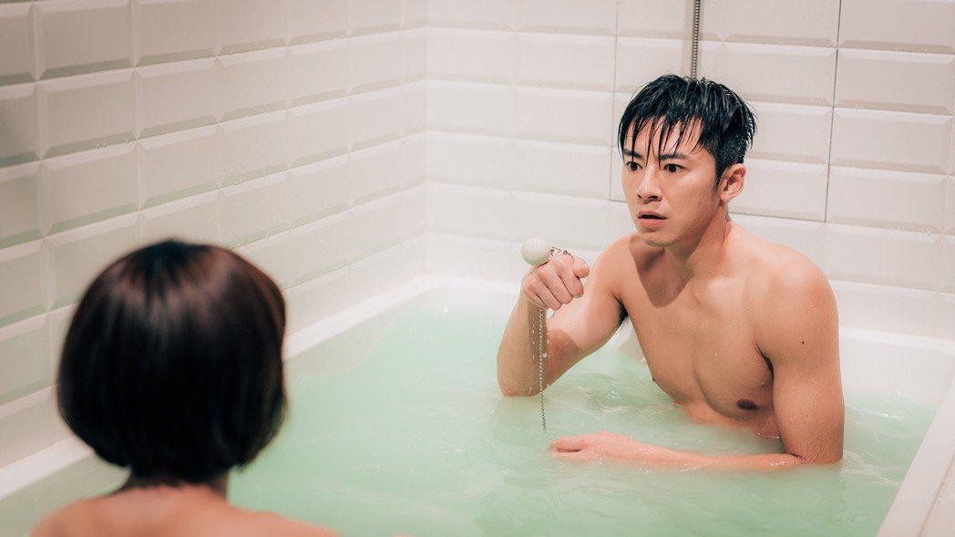 李國毅、謝欣穎在「1006房客」中拍攝共浴戲。圖/歐銻銻娛樂提供
