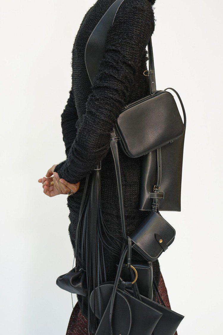 迷你的袖珍包款是2018冬季亮點。圖/CÉLINE提供