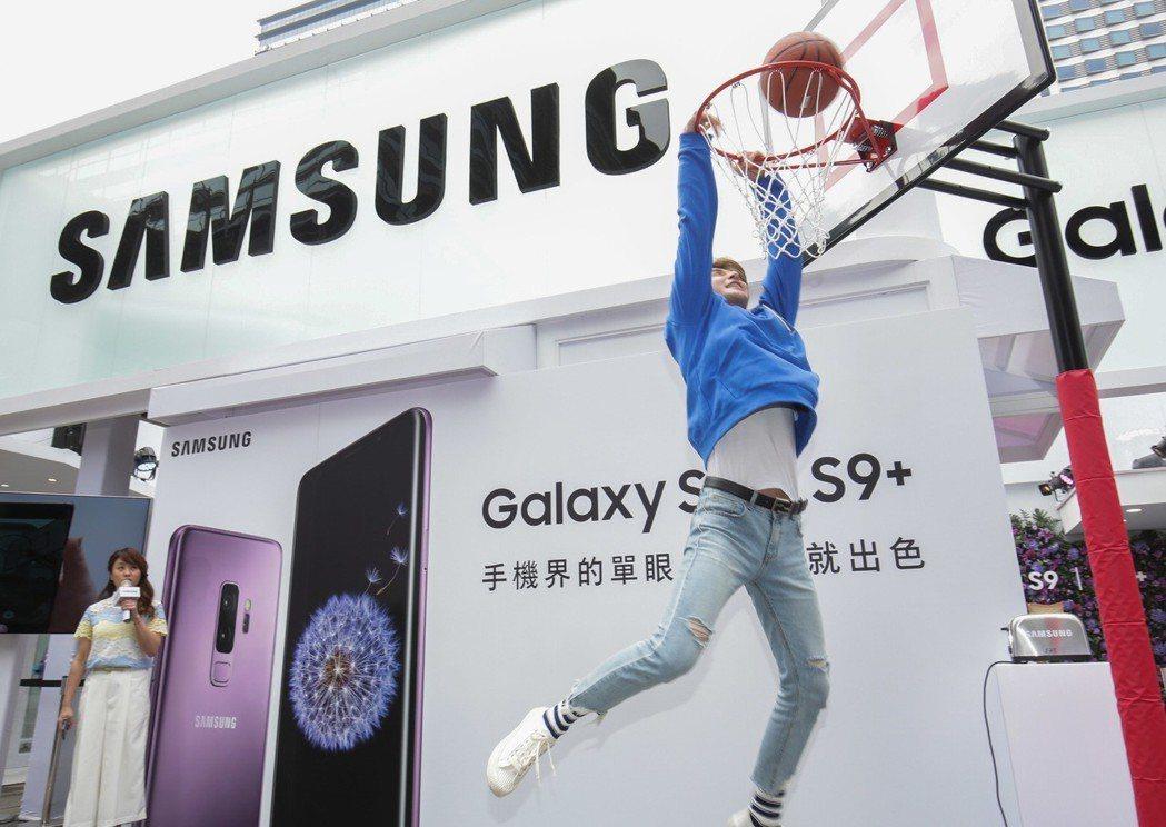 張軒睿出席手機活動,帥氣秀球技。圖/三星Galaxy提供