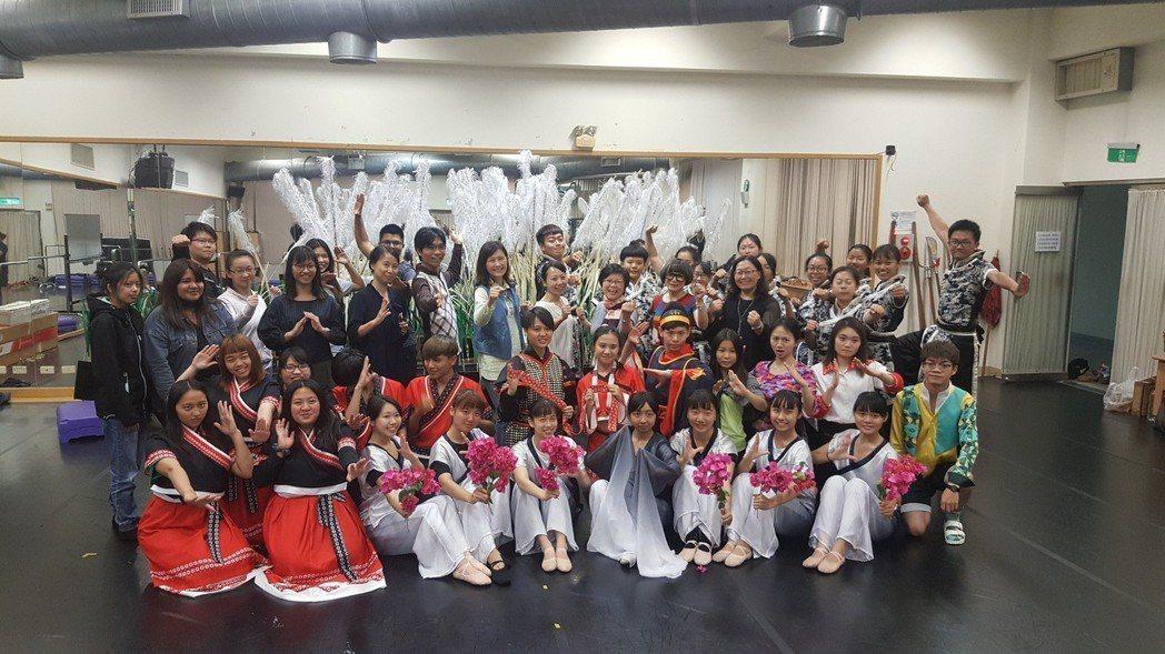 「羅漢門之歌」以歌舞劇形式闡述宋江陣起源。圖/實踐大學提供