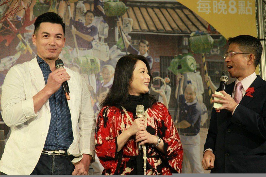 伊正(左起)與林小樓搭檔演夫妻。圖/大愛提供