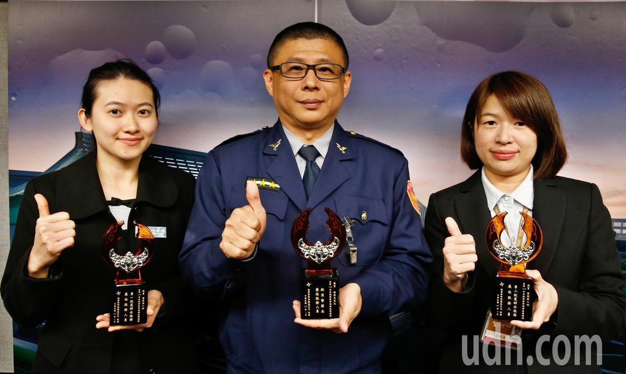 桃園機場公司下午舉行年度服務楷模頒獎典禮,這次這次總共表揚各單位共計23位服務楷...