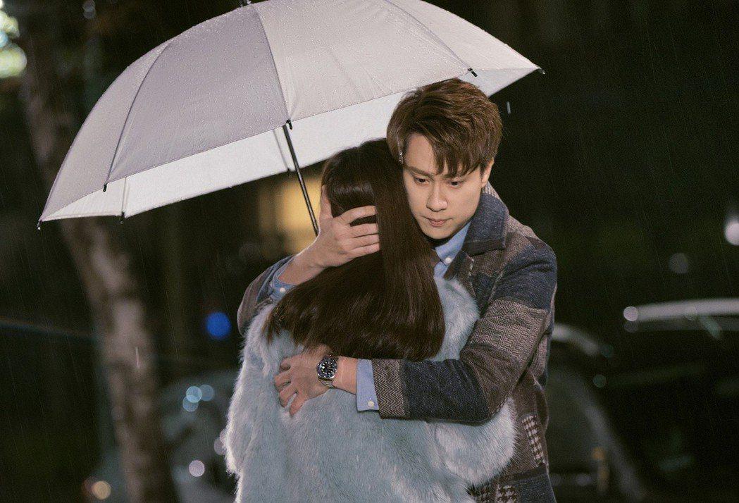 劉書宏雨中擁抱陽靚,自稱拍過最浪漫的戲。圖/東森提供