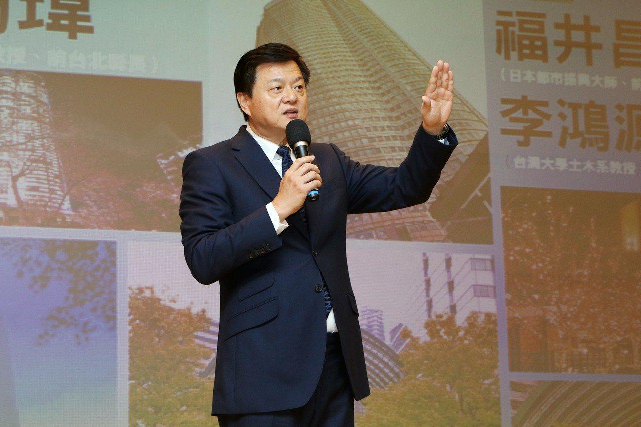 前台北縣長周錫瑋認為都市更新,必須從老舊與危險建築更新、防災行都更、大範圍都更3...