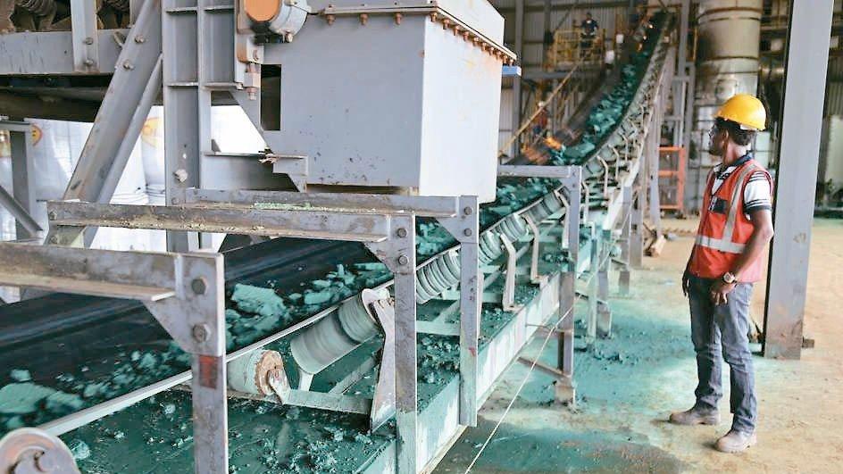 民主剛果採行新礦業法規效應,電池價格恐水漲船高,可能不利電動車的普及化。 法新社