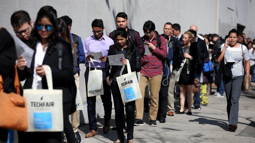 美國2月就業報告顯示各項數據好壞參半,非農業就業人數激增逾30萬人,增加人數分別...