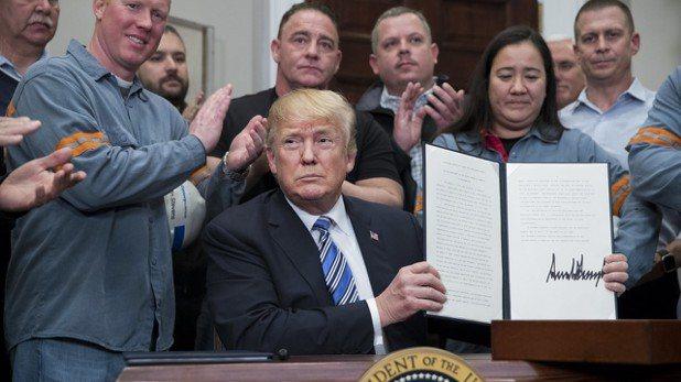 美國總統川普兌現承諾,對進口鋼鋁徵收高額關稅,不過排除了加拿大和墨西哥。 歐新社