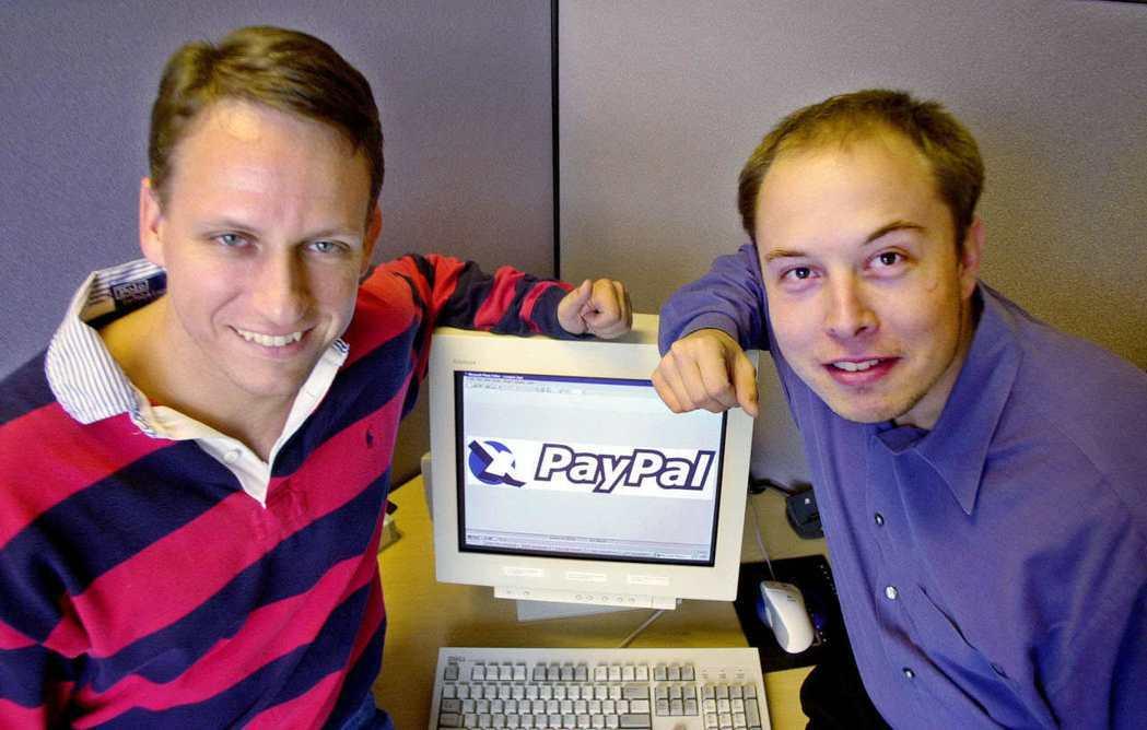 2002年PayPal共同創建者 Peter Thiel(左)與Elon Mus...