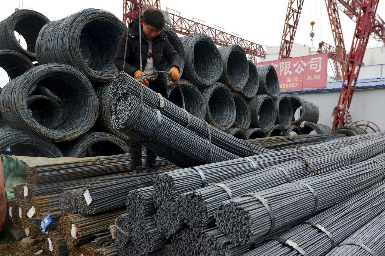 美國決定對進口鋼鐵和鋁產品全面徵稅,中國鋼鋁業強烈呼籲對美反制。 美聯社
