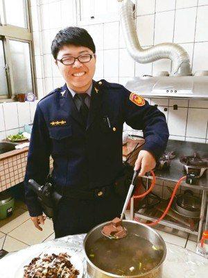 新竹警界吹起喝豬血湯補身的風潮。 記者郭宣彣/翻攝