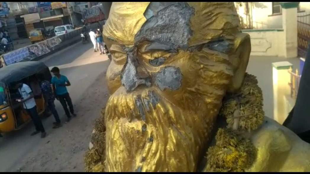 德拉威民族主義先驅人物貝里亞爾的雕像遭人破壞。 圖/翻攝自網路