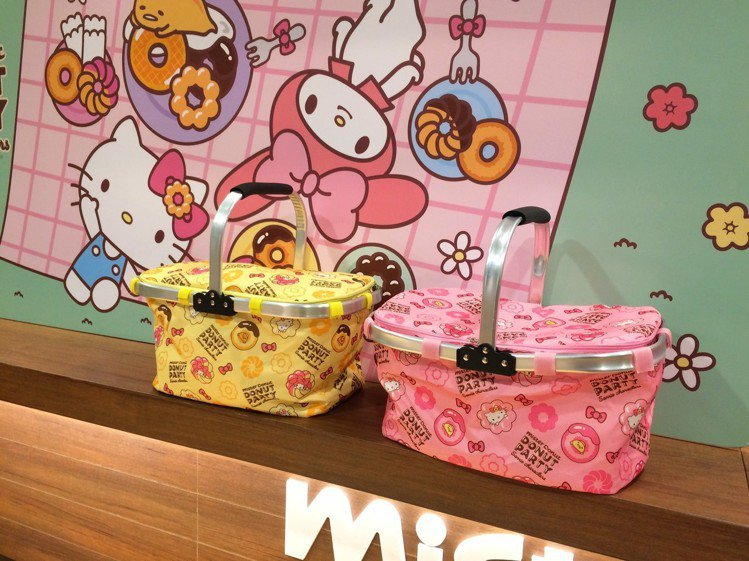 可摺疊收納,同時具有保冷功能的野餐籃,3月26日上市。圖/記者張芳瑜