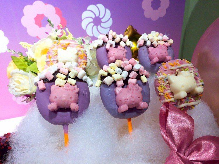 魔法棒系列甜甜圈共有兩種口味。圖/記者張芳瑜