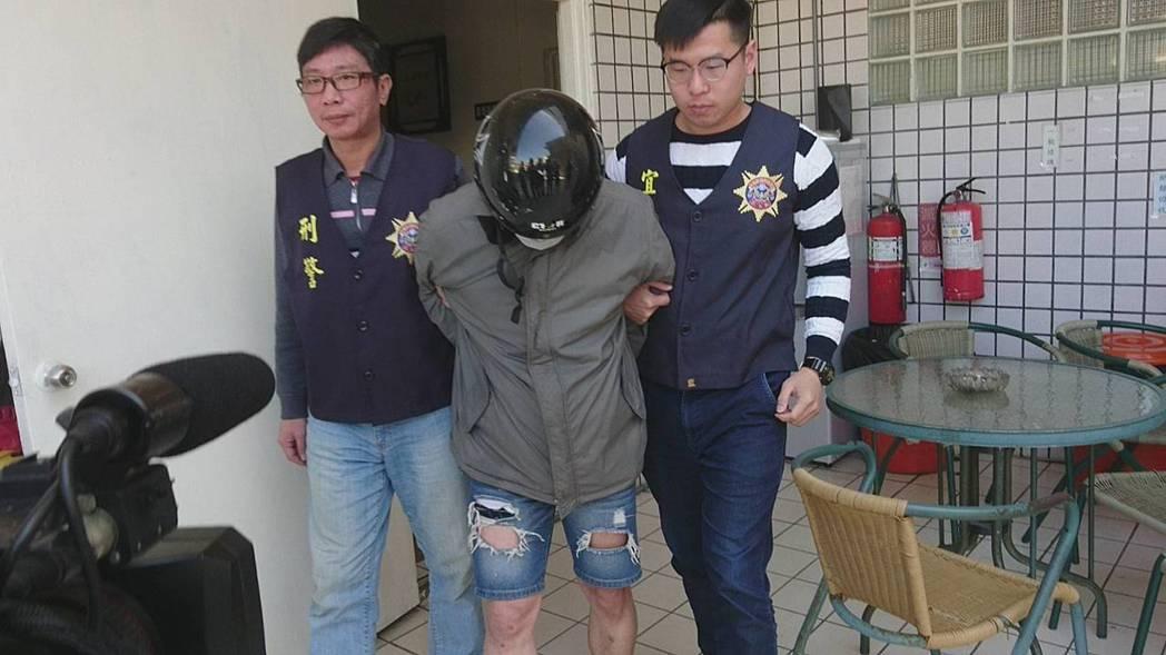 宜蘭一名男子婦女節當天藉口看房子強盜落單女房仲逃逸,昨晚被警方圍捕就逮,今天被移...