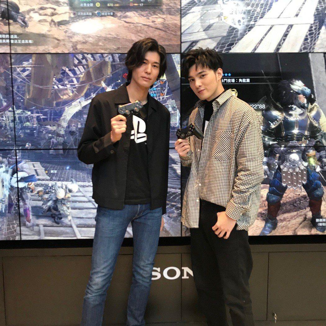 SpeXial偉晉(右)、風田出席電玩活動。圖/可米提供