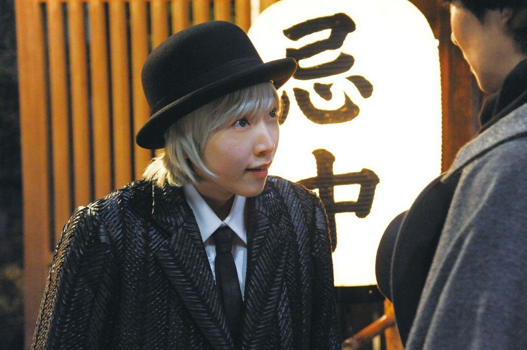 安藤櫻在「鎌倉物語」中演出死神,當時正懷孕中。圖/中影提供