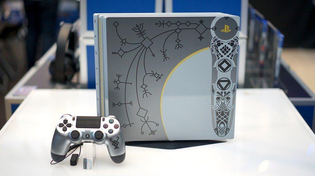 全台第一間PlayStation新型態概念店內展售齊備的遊戲與周邊配件。圖/SI...