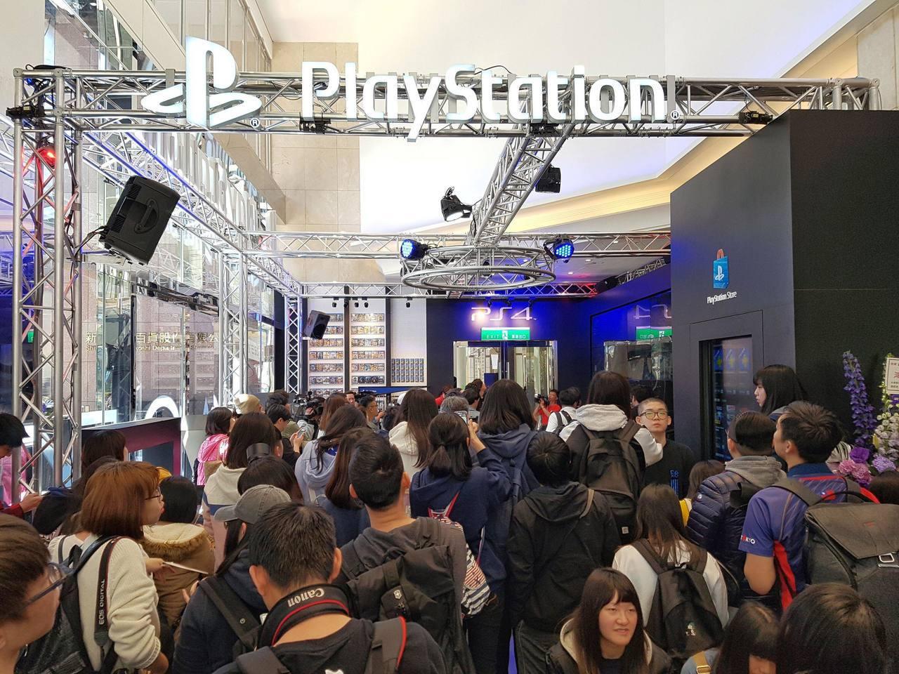 全台第一間PlayStation新型態概念店,吸引大批玩家朝聖。記者陳立凱/攝影