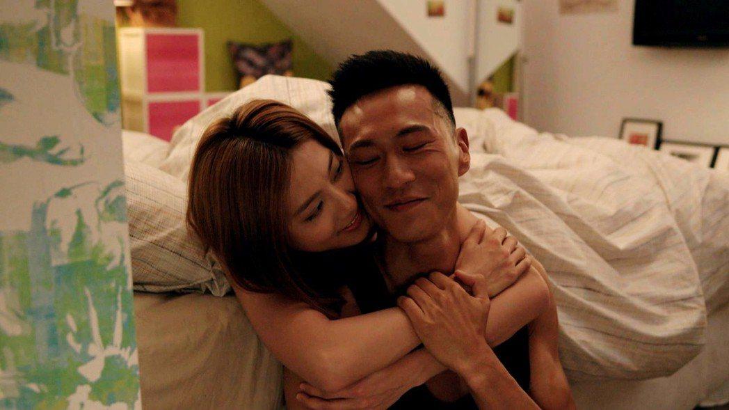 豆花妹(左)和鍾承翰拍親熱戲  圖/三立提供