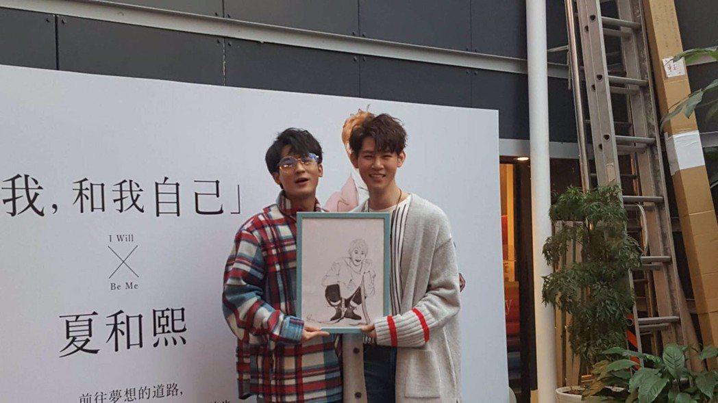 夏和熙(右)辦新書簽名會,小樂吳思賢站台。圖/時報文化提供