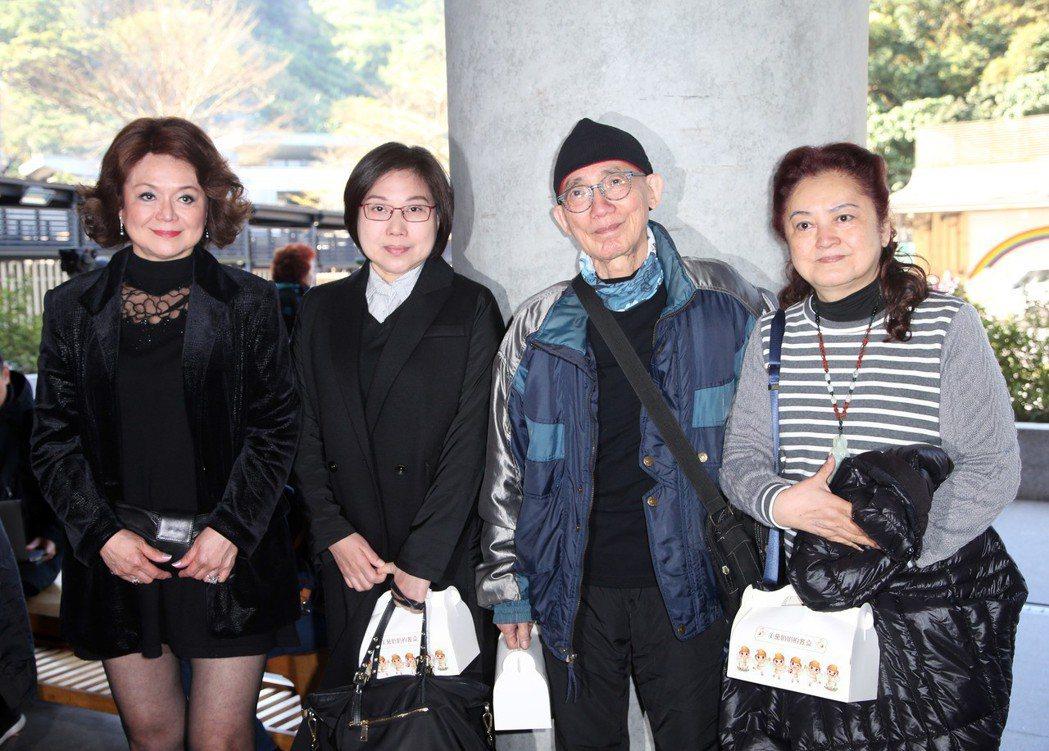 侯麗芳(左起)、葉蔻、金澎、孔蘭薰出席美黛告別式。記者陳瑞源/攝影