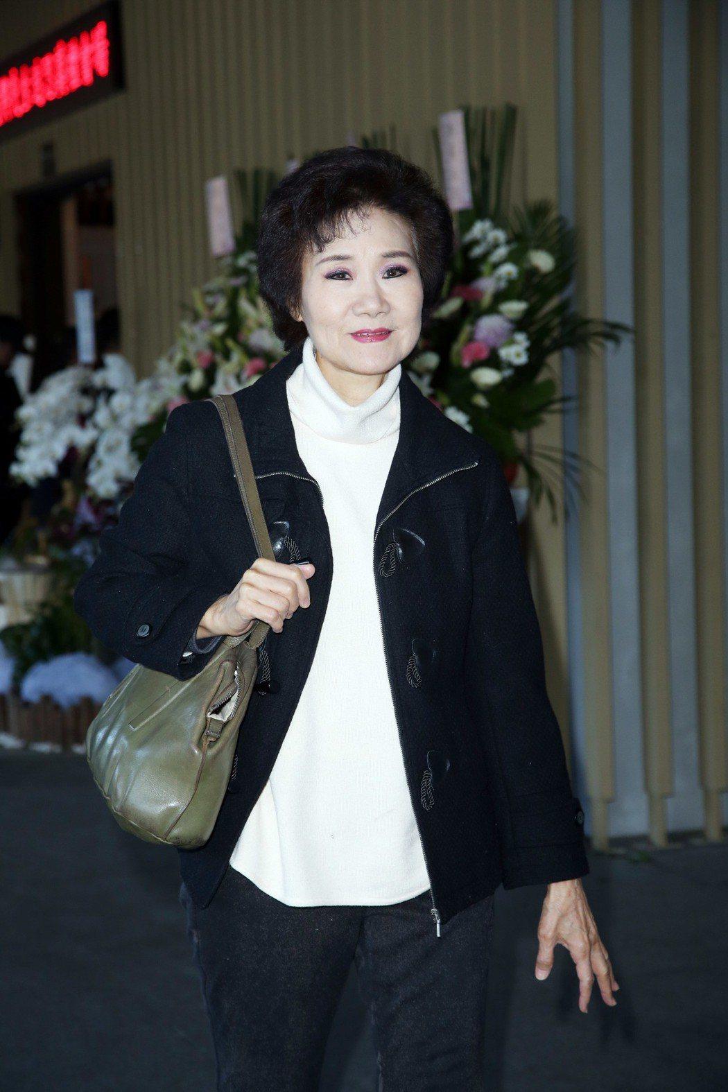 吳靜嫻出席美黛告別式。記者陳瑞源/攝影