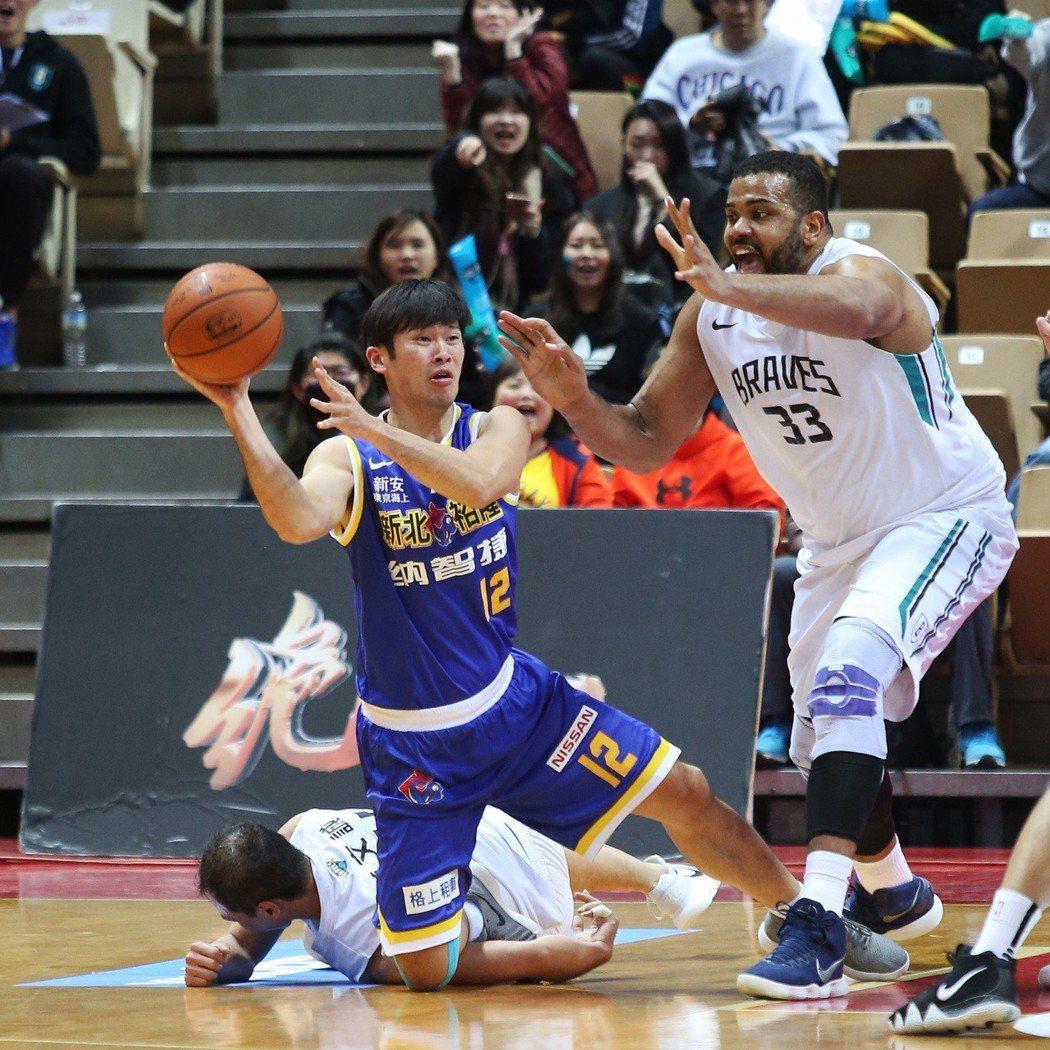 賽勒(右一)。圖/中華籃球協會提供