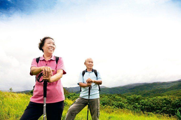 依內政部統計推估,台灣將在2018年第一季正式進入「高齡社會」(高齡人口達14%...