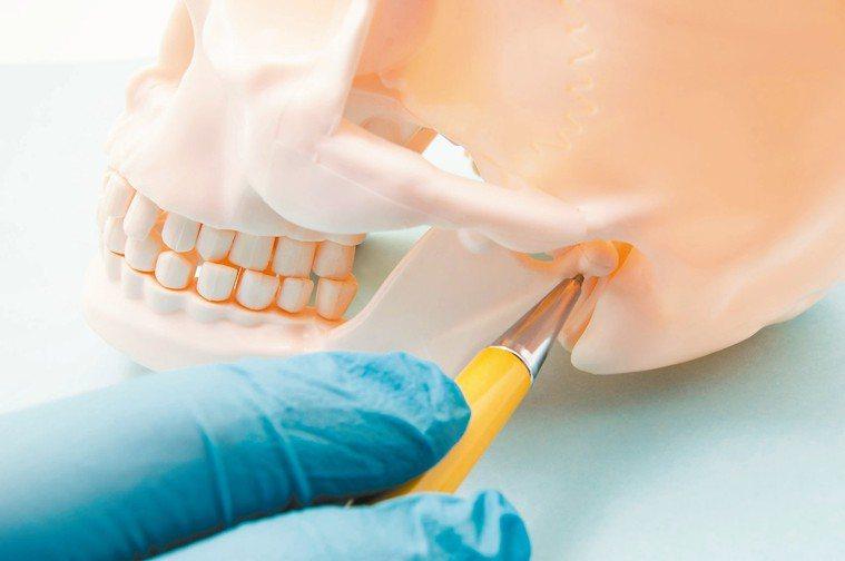 不少顳顎關節障礙症的患者,常常搞不清楚自己看病要掛哪一科,經常是在耳鼻喉科、骨科...