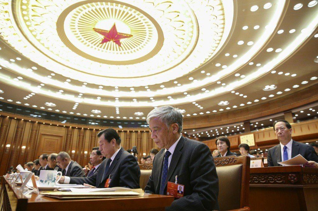 大陸人大主席團昨在北京人民大會堂舉行第三次會議。 中新社