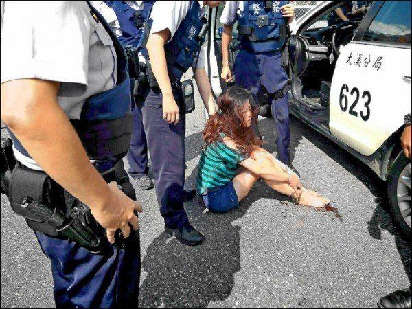 警員追捕驗犯,常遇反抗、暴力攻擊或衝撞拒捕。圖/警方提供