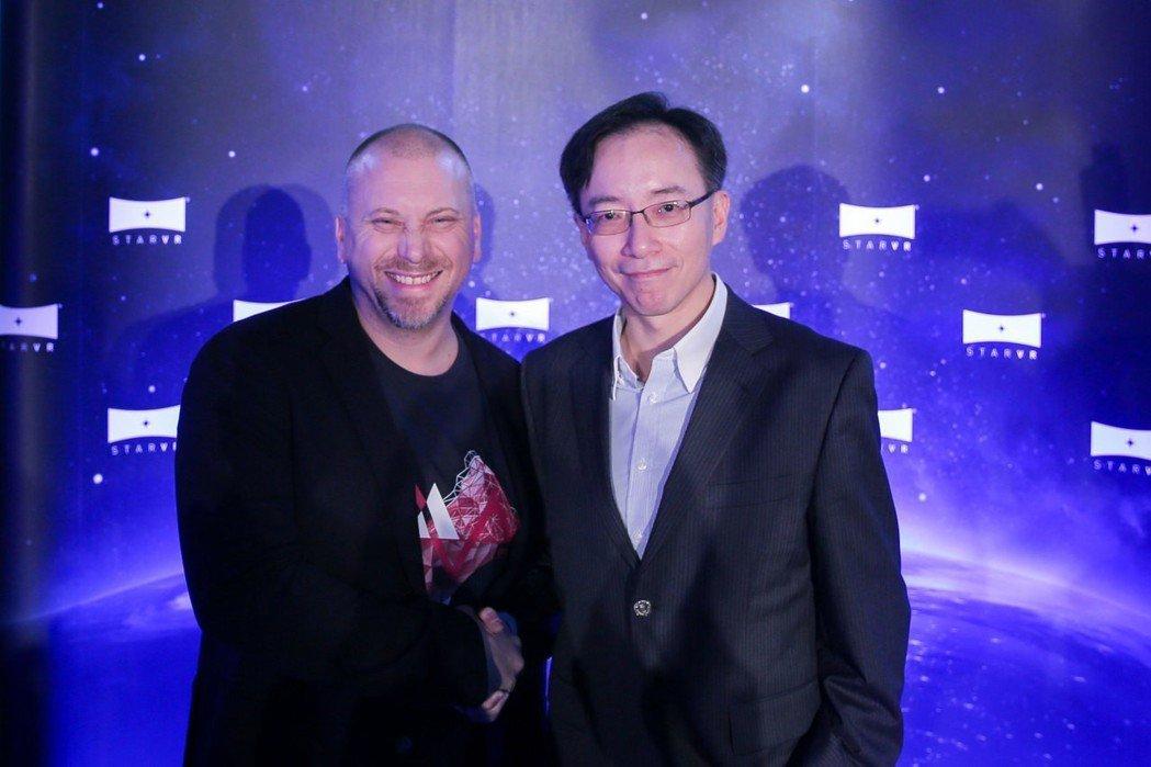 StarVR董事長Bo Andersson Klint(左)、副董事長高樹國為E...