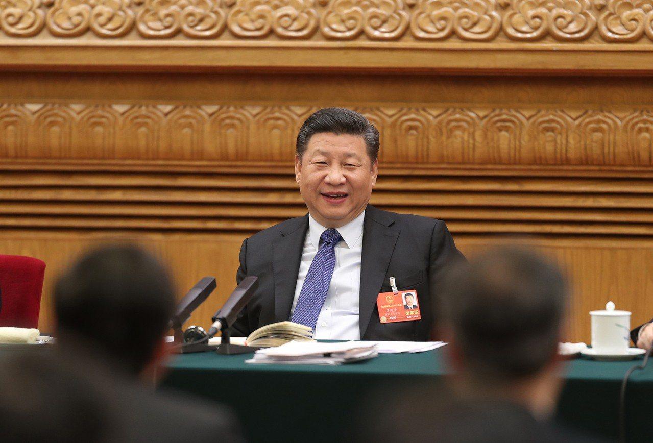 中國人大11日通過修憲,其中包括國家主席沒有任期限制,使中國真正進入強人習近平一...