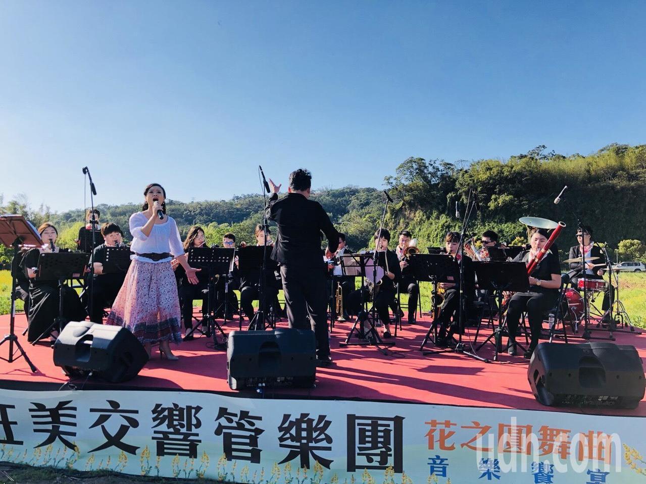 狂美交響管樂團與聲樂家陳慧如同台演出客家經典曲目。記者鄭國樑/攝影