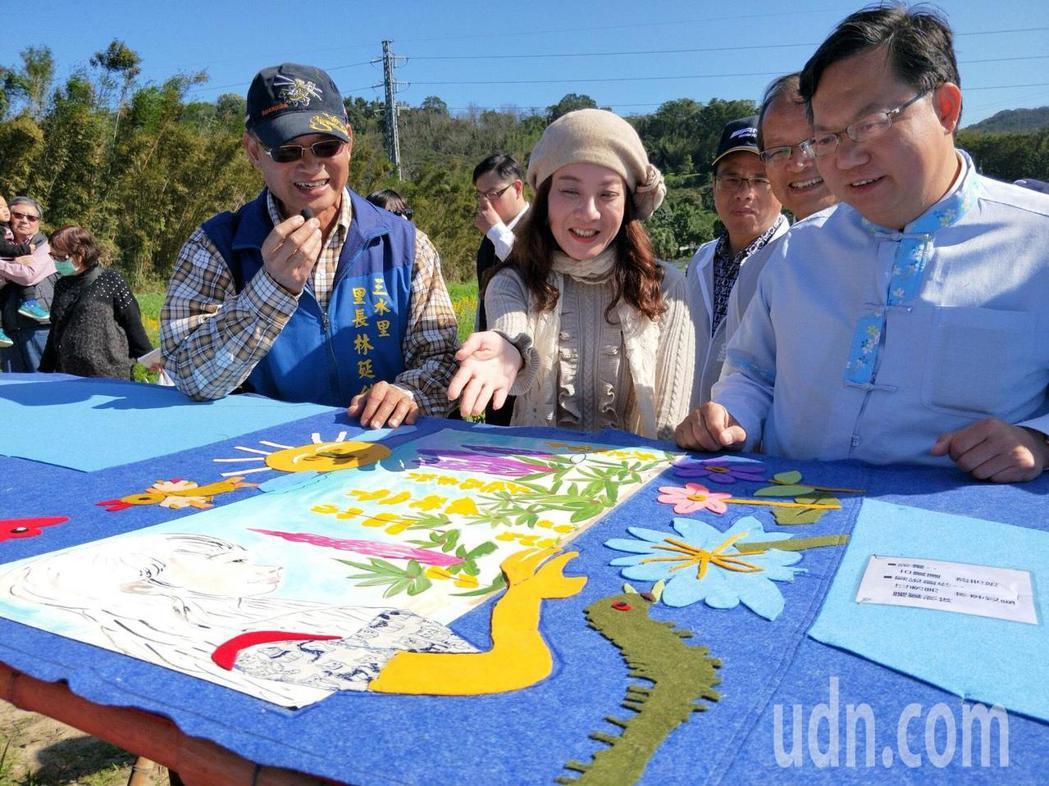 蔣絜安局長向市長解說地景藝術富含的客家意涵。記者鄭國樑/攝影