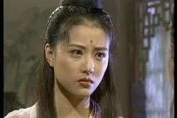 女星周海媚1994年曾演出「倚天屠龍記」中的周芷若,至今仍被稱為「最美周芷若」,最近她在一次訪問中談到,後來高圓圓在2002年扮演同一個角色的時候,她第一眼見到高圓圓的劇照,還以為是看到了自己,這才...