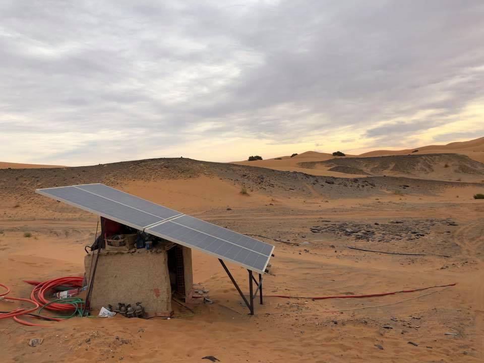 台竣公司創辦人陳怡仁在摩洛哥旅遊,看到摩洛哥發展太陽能的成功經驗。圖/摘自陳怡仁...