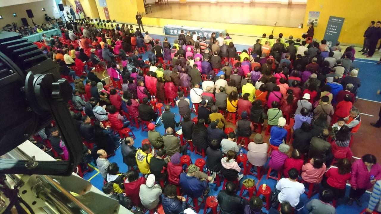 宜蘭「縣政開講」幾乎場場爆滿,圖為昨晚的冬山場次,陳金德接下來還要擴大,針對人民...