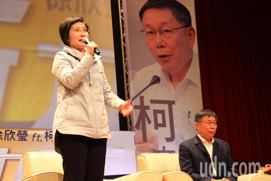 徐欣瑩談到兩人認識經過,母親生病送往台大醫院,談到往事時,一度哽咽、眼眶泛紅。記...