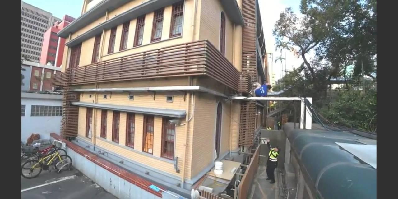 「藍天行動聯盟」秘書長繆德生,參與抗議軍人年改行動,爬立院外牆不慎墜樓,經過數天...