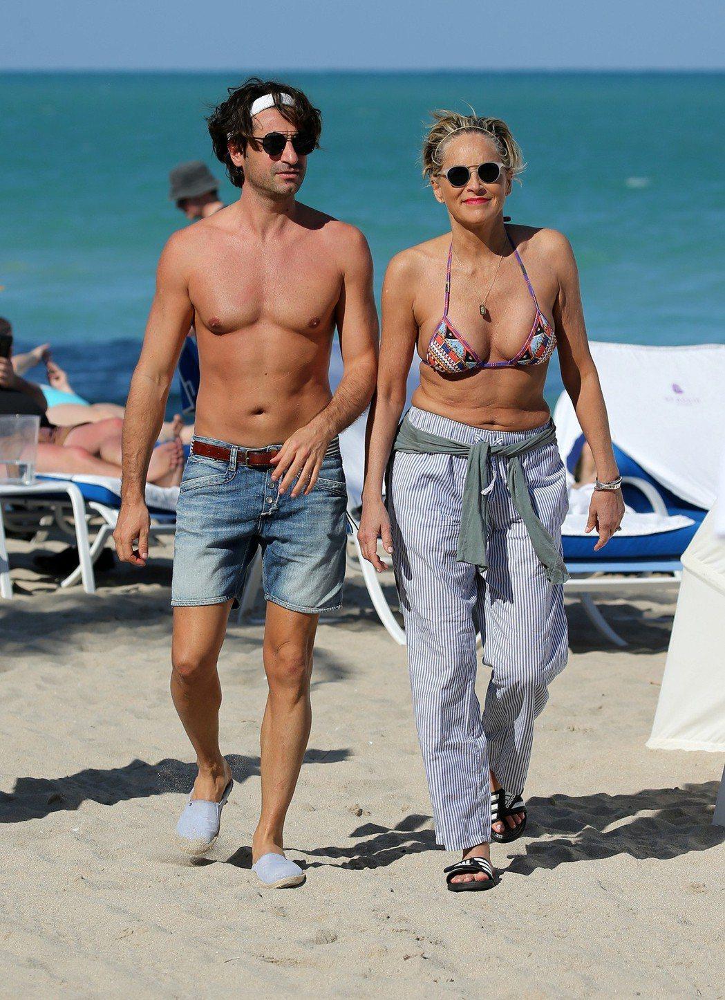 莎朗史東過60大壽,和41歲小男友享受陽光海灘假期。圖/達志影像