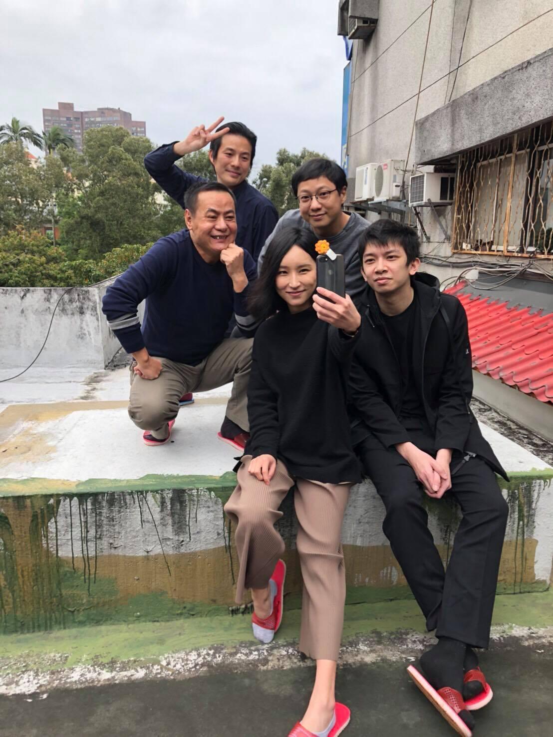 蔡振南(左一)與法籣黛相見歡。圖/非常棒提供