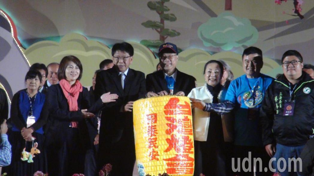 2018台灣燈會交接,2019在屏東縣舉辦。記者謝恩得/攝影