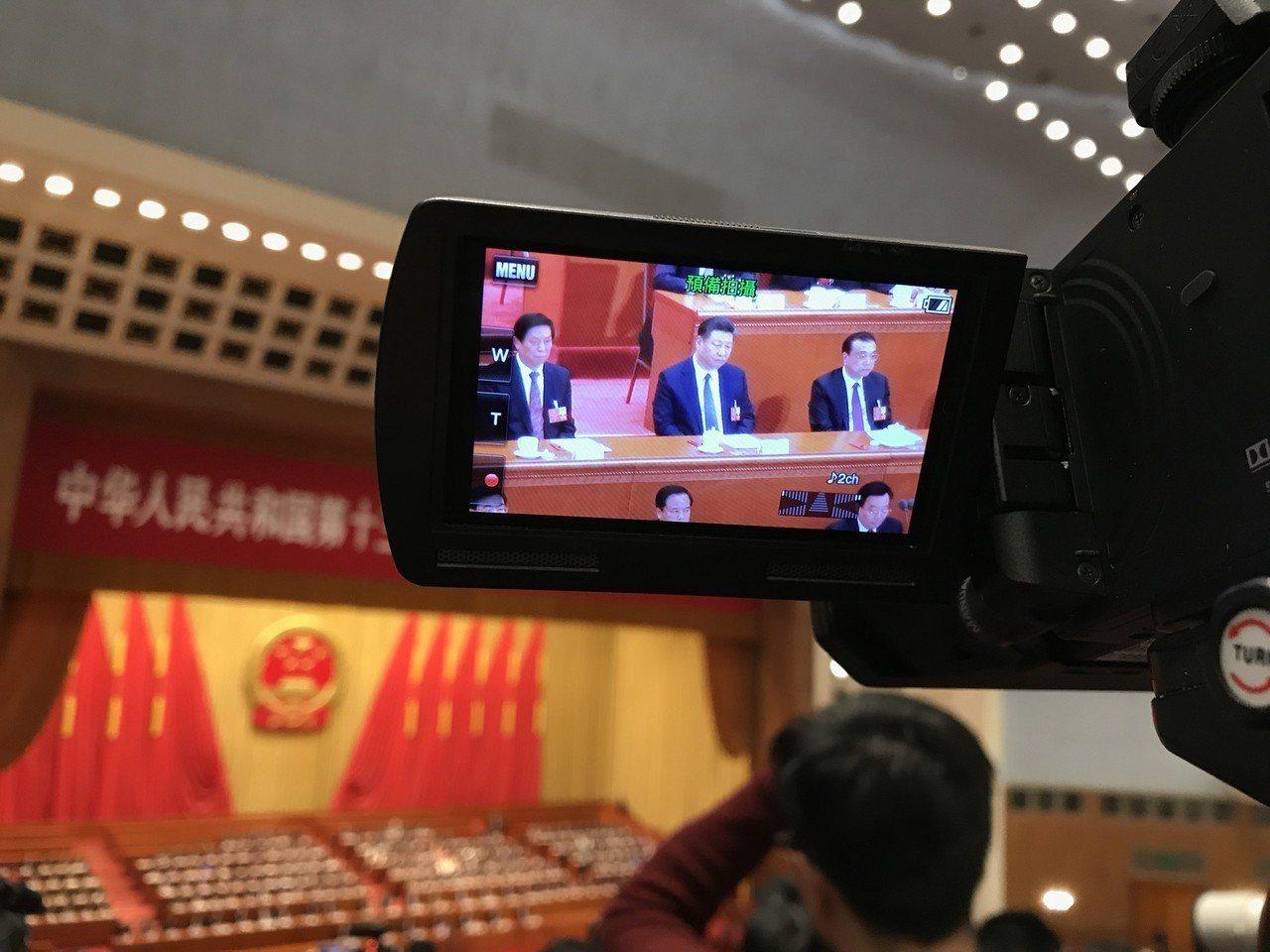 習近平修憲延任,成國內外焦點,但這次修憲把「中國共產黨領導」加到憲法第一條中,更...