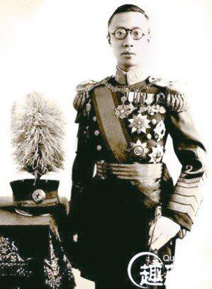 圖5:1932年3月9日,溥儀出任滿洲國「執政」。