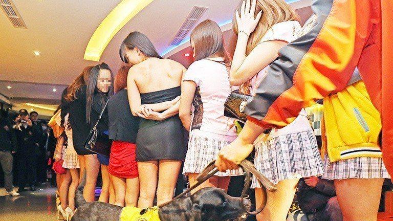 主任檢察官王正皓表示,警察免不了金錢、美色招待等誘惑;重點是要能把持得住。 示意...